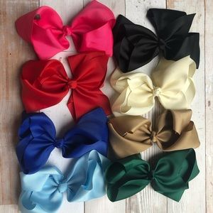 """Lot of 8 - 8"""" Bows"""